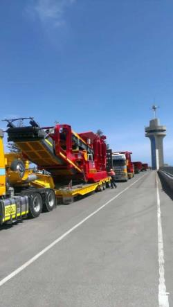 Machinery unloading Adelaide Wharf January 2015